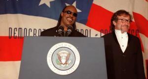 Singer Stevie Wonder(L) and comedian Robin William